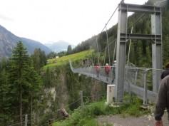 Hängebrücke über das Hölltal bei Holzgau
