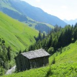 Über den Krummbach, links der Pfad nach Lechleiten