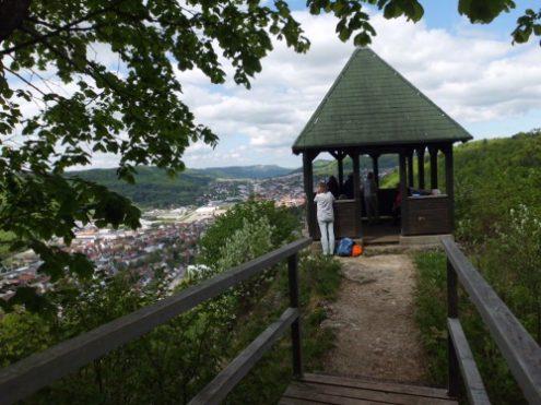 """Am Aussichtspavillon """"Schleicherhütte"""" beim Eschlesfels"""